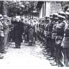 Hajj Amin al-Husseini in 1943 tijdens een inspectie van een door hem persoonlijk gerecruteerde Bosnische Moslim eenheid van de Waffen SS