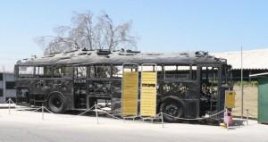 De bus die verbrand werd tijdens het kustweg-bloedbad door terroristen van Arafat's Fatah, waarbij 38 Israëlische burgers werden vermoord, waaronder 13 kinderen. De aanvoerder Dalal Mughrabi wordt als heldin vereerd door de Palestijnse Autoriteit, scholen en pleinen zijn naar haar vernoemd.